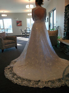 New 2-in-1 White Wedding Dress For Sale!