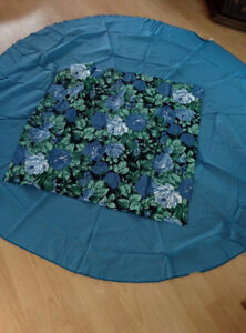 Round Table Cloth with Accent Piece - BRAND NEW!