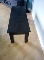Table de salon en bois massif importé de l'inde.