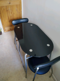 Kitchen table + two seats