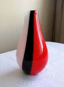 Vase tricolore à fleurs