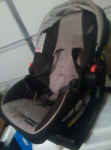 Car seat with a base 35LB for sale in good condition,expire 2022