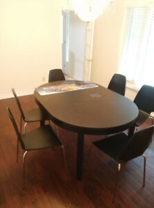 IKEA BJURSTA Dining table with free chairs almost new
