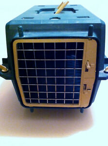 Small cat or dog Kennel with wheels