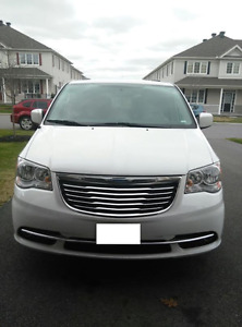 Mint Condition - 2015 Chrysler Town & Country - Low Km
