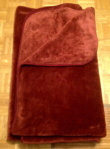 """Very large, thick and cozy, dark red blanket 93"""" x 77"""""""