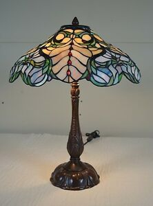 Pretty Tiffany Style Table Lamp
