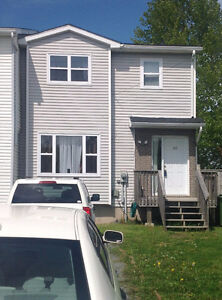 GREAT STARTER HOME CLOSE TO AMENITIES