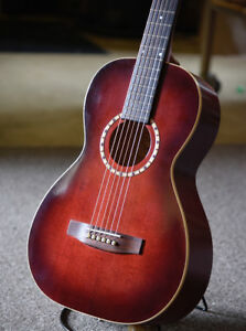 Art and Lutherie   Parlour Guitar  A/E  with  Case / Mint + Cond