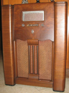 "1939 Deforest-Crosley ""Embassy"" Broadcast / Shortwave Radio"