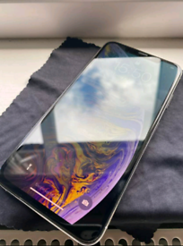 Iphone Xs Max Silver 256GB with 2 x cases
