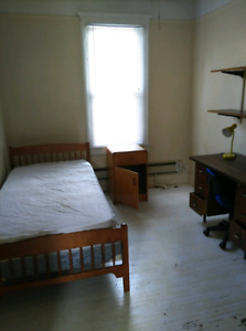 Student room close to Windsor university