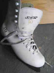 Figure skates size 3 for 20$