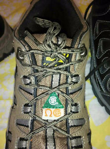 Brand new mens safety shoe CSA green triangle