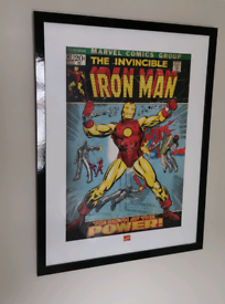 2 x Marvel / DC pictures in Frames, Hulk & Iron Man