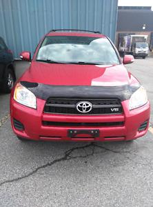 2010 Toyota RAV4 AWD Limited ( 7 passagers ) **RECONSTRUIT**