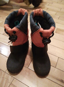 Toddler boy's snow boots -- Brand new! -- Size 8