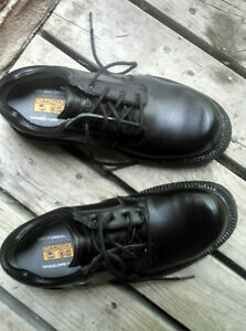 DAKOTA SAFETY SHOES sz 6.5   ( size 6 - 7 / 7.5 )