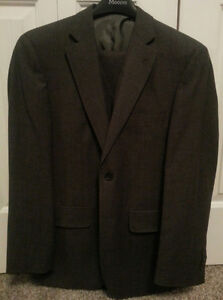 Men's Alfred Sung Three Piece 100% Wool Suit (36/30)