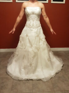White A-Line Wedding Dress (XS - SM)