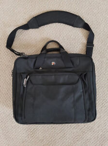 "Laptop Bag ""Targus"" for a 15"" Laptop. Lots of Pockets. In great"