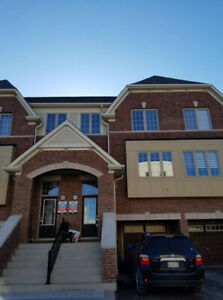 GORGEOUS 3 BEDROOM TOWNHOUSE - FINISHED BASEMENT - OSHAWA