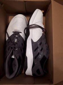 Men's Size 11 Adidas weight lifting shoes