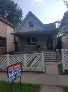 HOUSE FOR SALE ON GLADSTONE