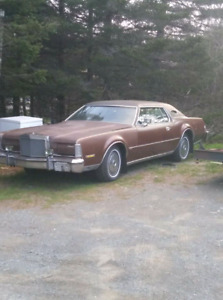 1974 lincoln Mark IV needs work.
