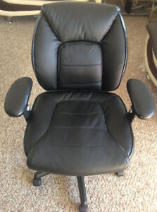 Kendros: Black Bonded Leather Chaor Kitchener / Waterloo Kitchener Area image 2
