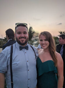 Professional couple looking for 1 or 2 bedroom
