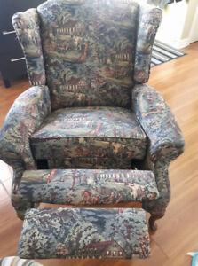 Fauteuil bergère inclinable en excellente condition.