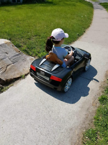 Audi R8 kids battery operated car