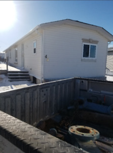 1998 Triple E 16 Wide Mobile Home in Crossfield, AB