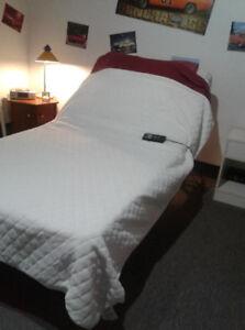 Lit simple orthopédique électrique zones de massage 350.00$