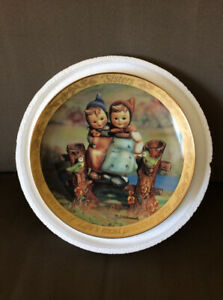 """""""Sisters"""" Hummel collector's plate"""
