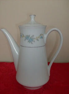Japanese Teapot + 4 Glass Vases  Immaculate