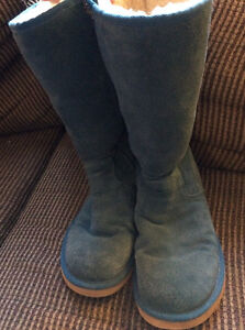 TEAL ZIPPERED UGGS