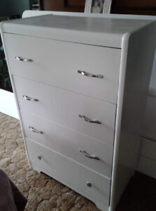 Dresser, Headboard and Footboard- Siderails included.