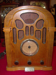 Thomas Collector's Edition Radio and Cassette Player, Model 1940