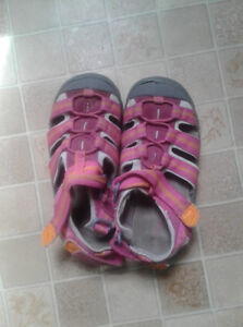 Girl's Closed Sandals