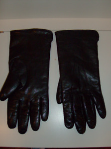 2 Pr Women's Gloves - Black Leather Small + Large