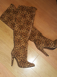 BRAND NEW  SIZE 7 LEOPARD BOOTS