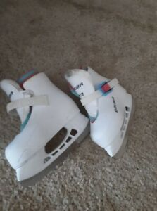 size 6-7 ice skate for toddler
