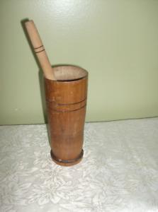 Pilon en bois ancien