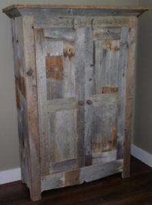 Armoire grise de style antique / rustique
