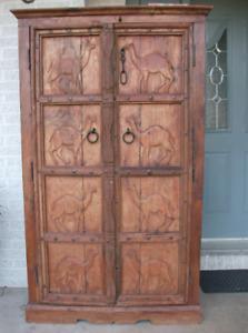 Commode de prestige avec portes sculptées