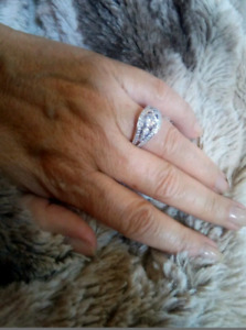 New in box Diamonelle size 5 sterling silver cz ring