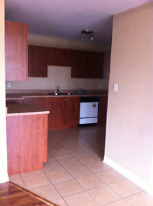 Nice 3bedroom rue Front - AYLMER-NOW !1MONTH FREE