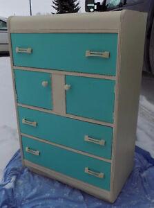 "Vintage ""Waterfall"" style dresser with 3 drawers & 2 door cupboa"